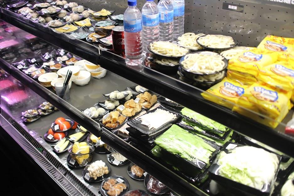 松山區火鍋超市|高檔食材便宜吃【沐樺頂級肉品火鍋超市】想吃什麼就拿什麼,太幸福啦!!(愛評體驗卷) @秤瓶樂遊遊