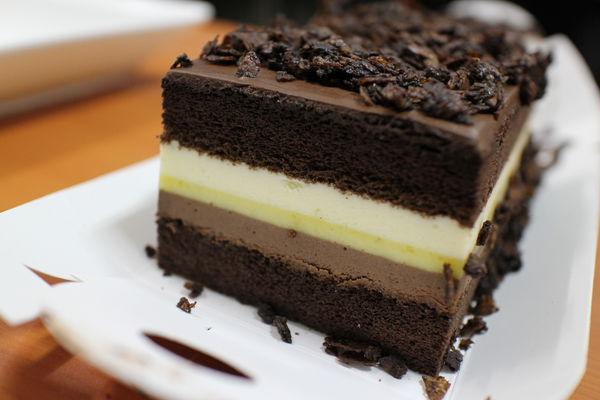 【高雄人氣蛋糕推薦】喬伊絲手作甜品-超好吃長條蛋糕(芒果提拉vs香柚巧克力) @秤瓶樂遊遊