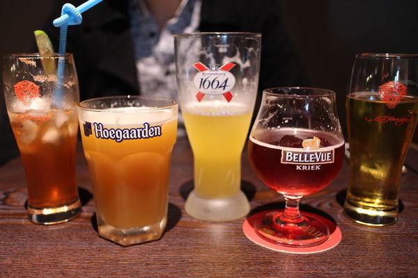 台北飛鏢酒吧【BJBAR】大安區好喝啤酒、好吃串燒推薦,忠孝復興站走路5分鍾 @秤瓶樂遊遊