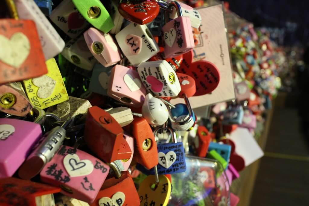 韓國首爾4天3夜【必去景點推薦篇】體驗零下10度-首爾塔、愛情鎖牆、東大門、樂天遊樂園、凱蒂貓主題咖啡館 @秤瓶樂遊遊