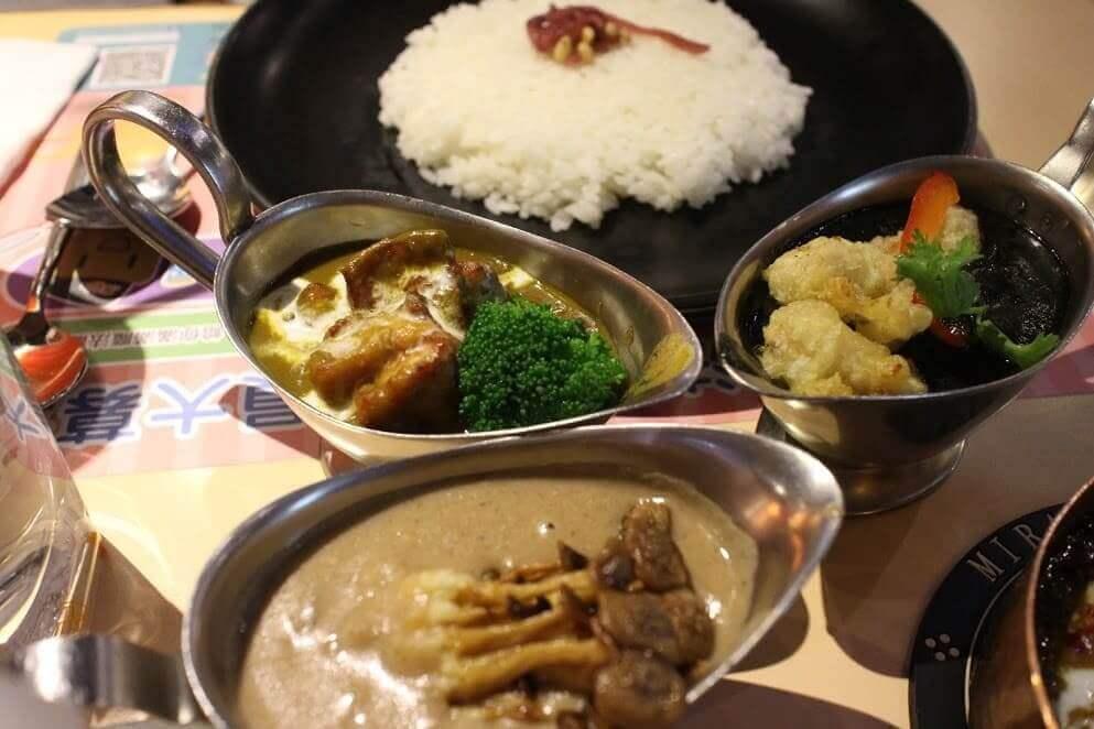 台北西門町咖哩餐廳【魔法咖哩西門店】,魔法三色咖哩(白黑黃)三種口味一次滿足 @秤瓶樂遊遊