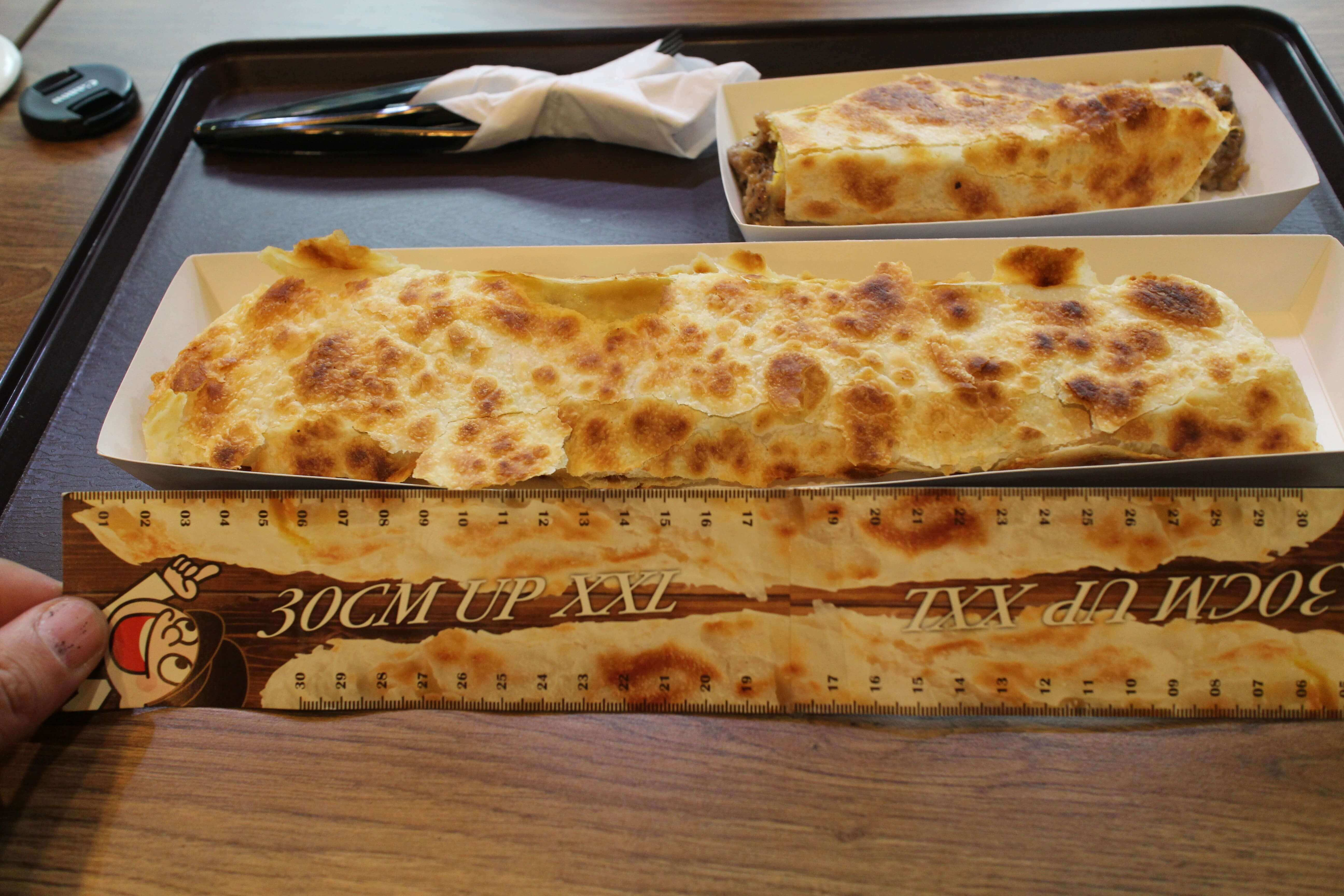 【台北美食】台湾特色美食推荐:超长30CM台湾蛋饼-长胜君卷蛋饼 @秤瓶樂遊遊