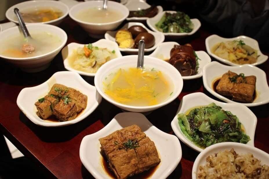 【台北美食】台湾小吃推荐: 60年功力传承好吃卤肉饭-大稻埕鲁肉饭 @秤瓶樂遊遊