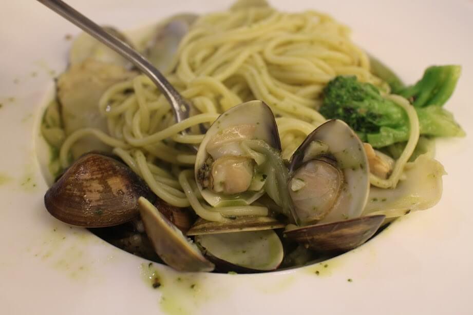 新竹美食|【NU PASTA】 新竹火車站餐廳-羅勒蛤蠣義大利麵套餐心得 @秤瓶樂遊遊