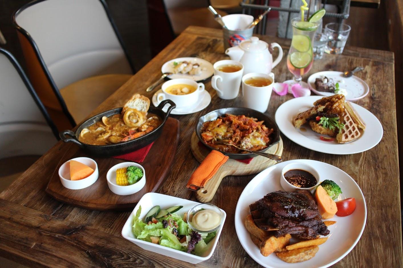 桃園中央大學美食-LA LA Kitchen美式餐廳,情侶約會、同學聚餐聚餐好地方 @秤瓶樂遊遊