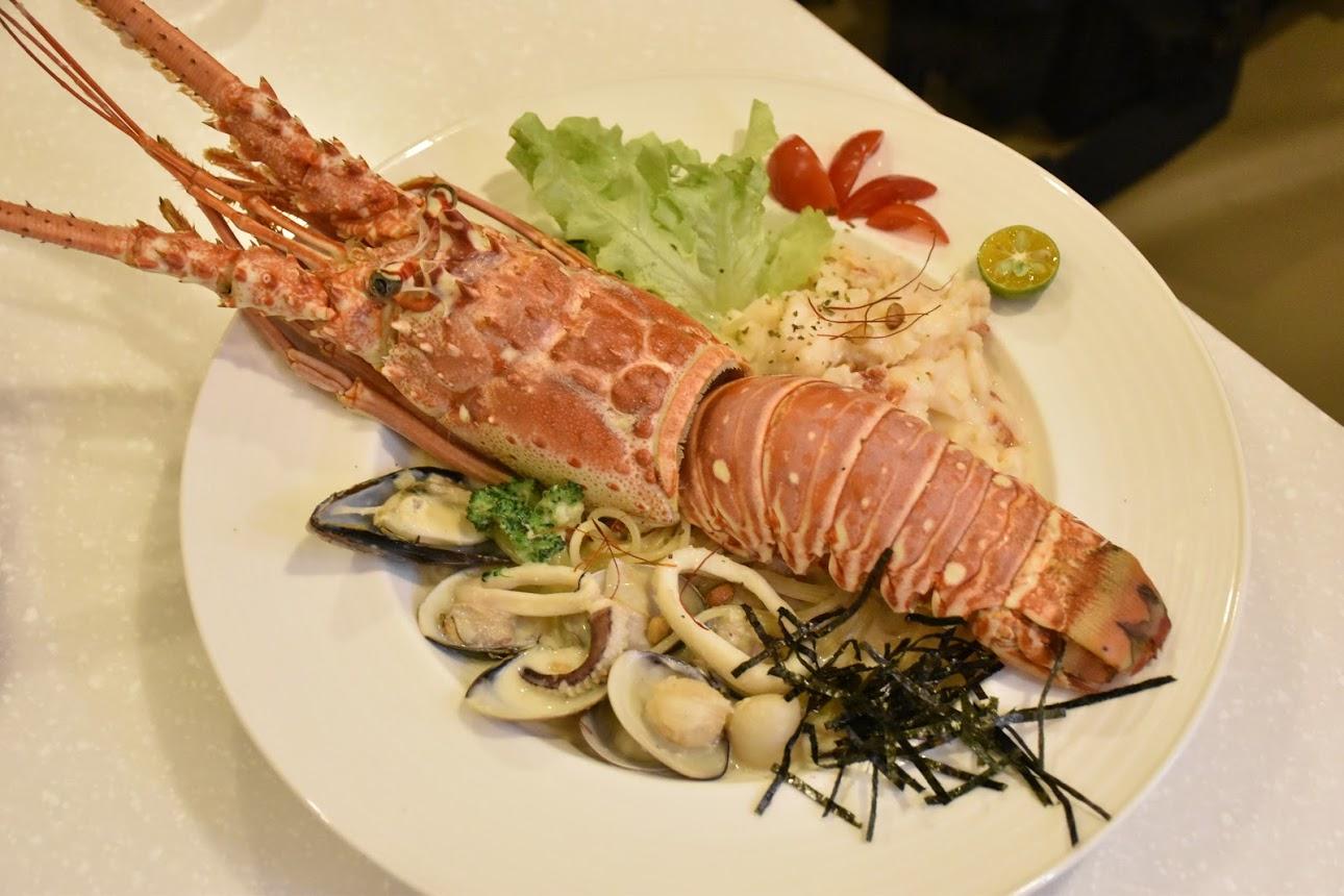 【Oyami cafe】板橋下午茶義式餐廳,超好吃龍蝦義大利麵及咖啡鬆餅吃到賺到!給你夢幻小資生活 @秤瓶樂遊遊