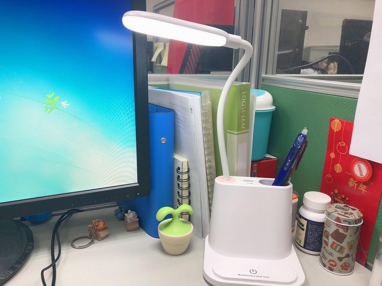 維度空間購入美觀又實用的迷你手持電風扇、USB多功能檯燈,辦公桌又變得更可愛了~ @秤瓶樂遊遊