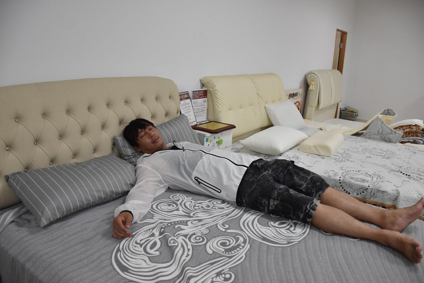 有著三十年制床經驗的【仙度瑞拉床墊】專利灌模封邊及綠能水冷膠讓睡覺是非常舒服的一件事!每天都想賴著不起床了! @秤瓶樂遊遊